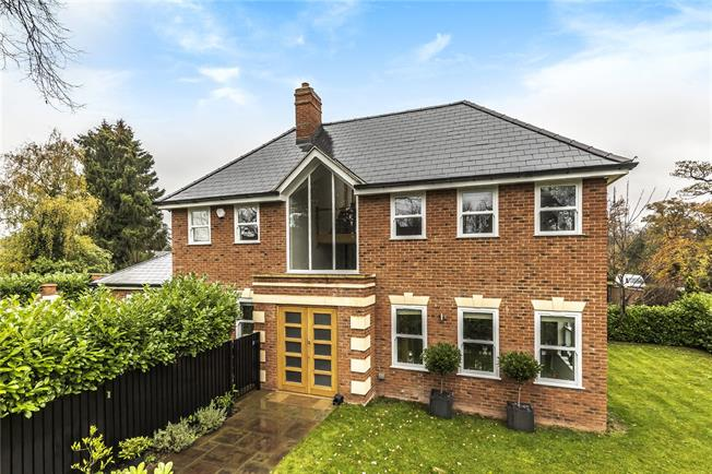 Asking Price £1,500,000, 5 Bedroom Detached House For Sale in Barnet, EN4