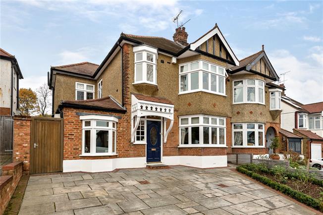 Asking Price £930,000, 4 Bedroom Semi Detached House For Sale in New Barnet, EN5