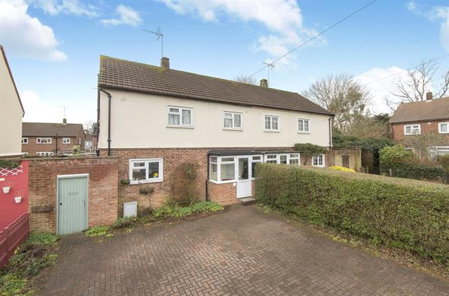 Guide Price £550,000, 3 Bedroom Semi Detached House For Sale in Barnet, EN5