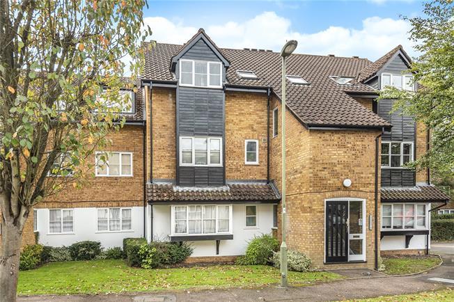 Guide Price £315,000, 2 Bedroom Flat For Sale in Barnet, EN5