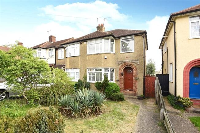 Guide Price £529,999, 3 Bedroom End of Terrace House For Sale in London, N20