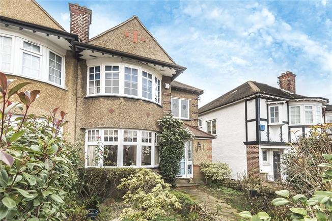 Guide Price £675,000, 4 Bedroom Semi Detached House For Sale in London, N20