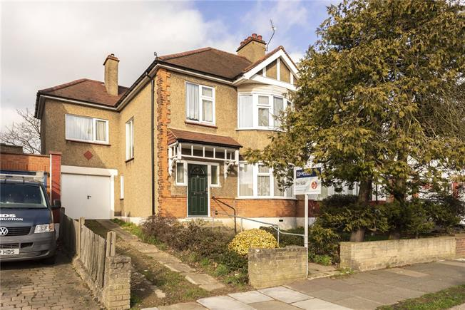 Asking Price £775,000, 4 Bedroom House For Sale in London, N11