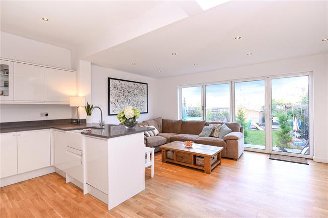 Guide Price £799,995, 4 Bedroom Semi Detached House For Sale in Barnet, EN5