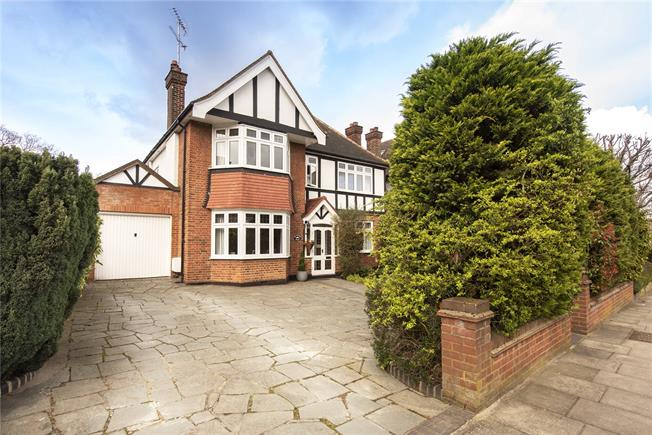 Asking Price £1,575,000, 5 Bedroom Detached House For Sale in London, N20