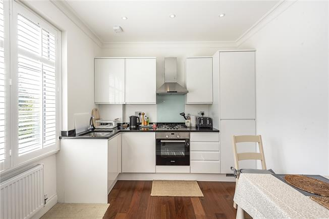 Guide Price £395,000, 1 Bedroom Flat For Sale in Whetstone, N20