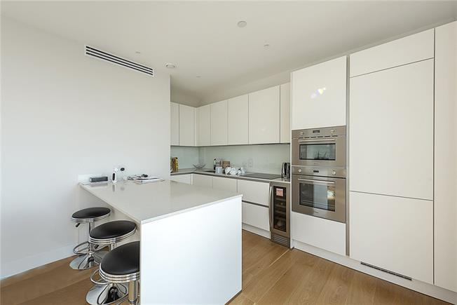 Guide Price £899,950, 3 Bedroom Flat For Sale in London, N20