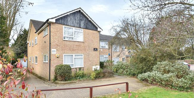 Guide Price £380,000, 2 Bedroom Garage For Sale in Whetstone, N20