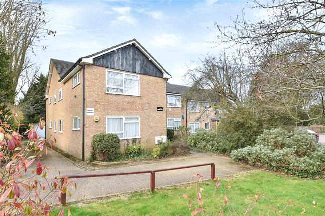 Guide Price £350,000, 2 Bedroom Garage For Sale in Whetstone, N20