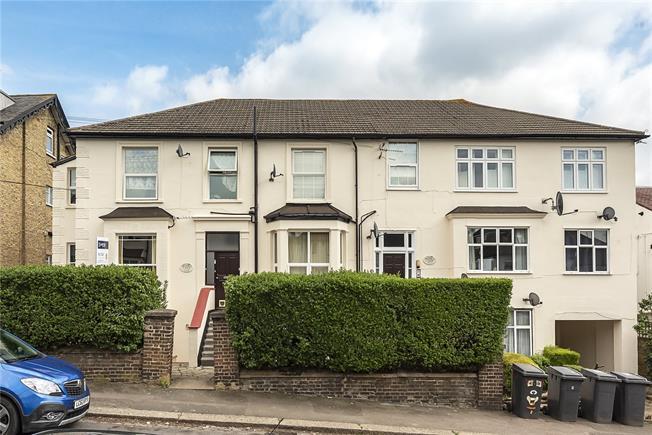 Guide Price £320,000, 2 Bedroom Flat For Sale in Barnet, EN5