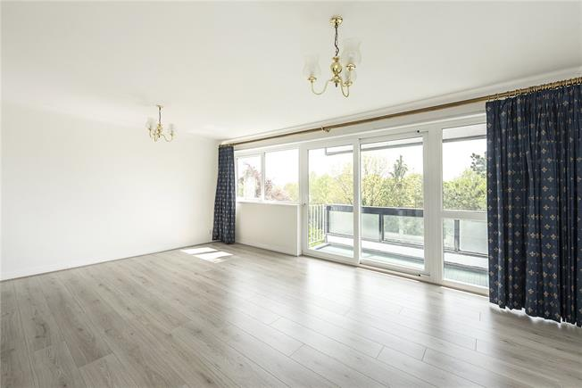 Asking Price £500,000, 2 Bedroom Flat For Sale in London, N20