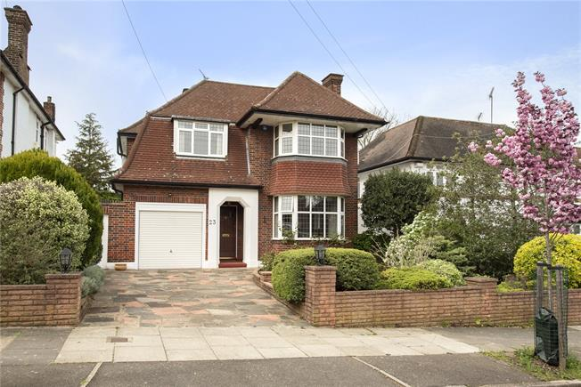Guide Price £1,395,000, 4 Bedroom Detached House For Sale in London, N20