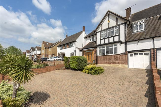 Guide Price £1,100,000, 4 Bedroom Semi Detached House For Sale in London, N20