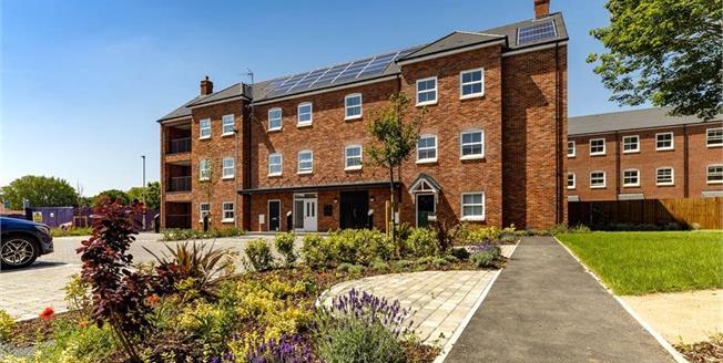 Asking Price £520,000, 2 Bedroom Flat For Sale in Whetstone, London, N20