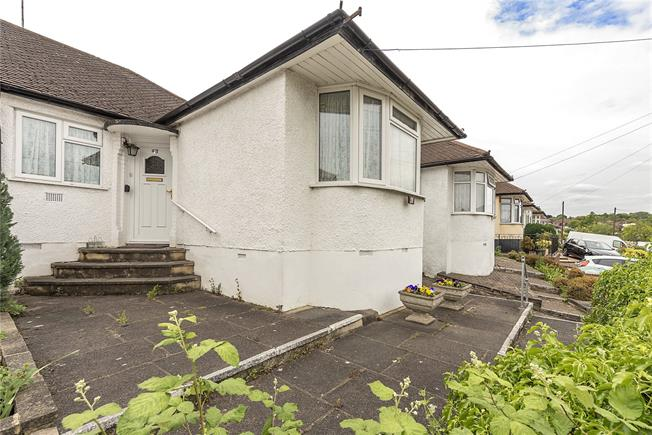 Guide Price £475,000, 2 Bedroom Bungalow For Sale in Barnet, EN4