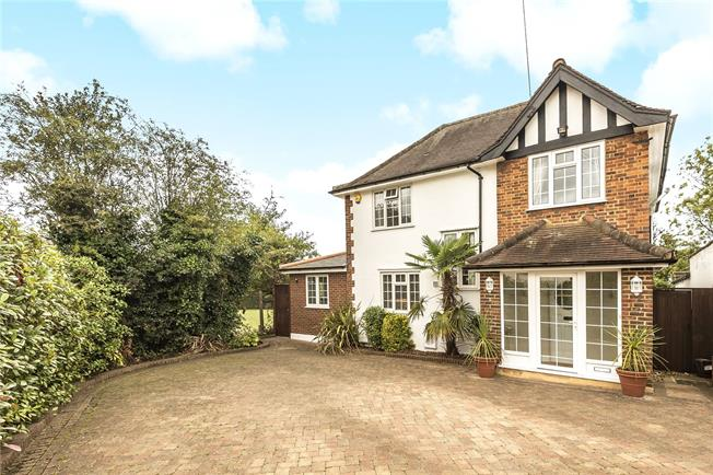 Asking Price £1,195,000, 5 Bedroom Detached House For Sale in London, N20