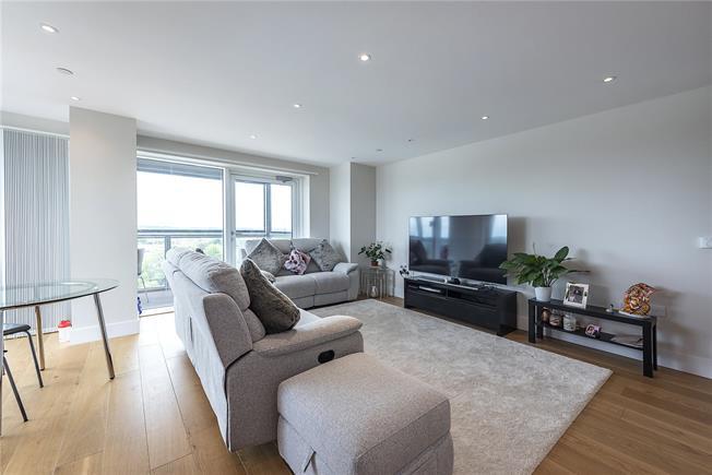 Asking Price £600,000, 2 Bedroom Flat For Sale in London, N20