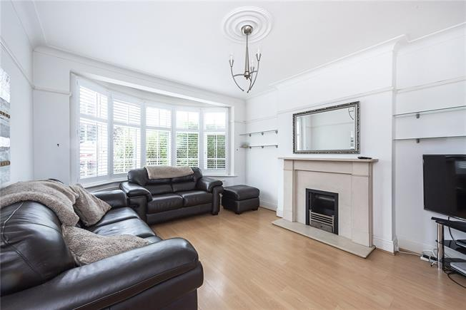 Asking Price £739,950, 3 Bedroom Semi Detached House For Sale in London, N20