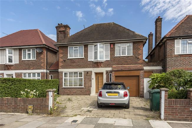Asking Price £1,300,000, 4 Bedroom Detached House For Sale in London, N12