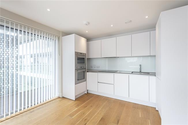 Guide Price £415,000, 1 Bedroom Flat For Sale in London, N20