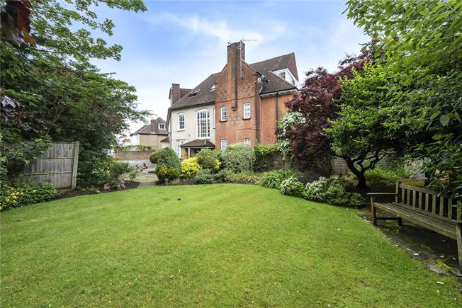 Asking Price £435,000, 2 Bedroom Flat For Sale in London, N20