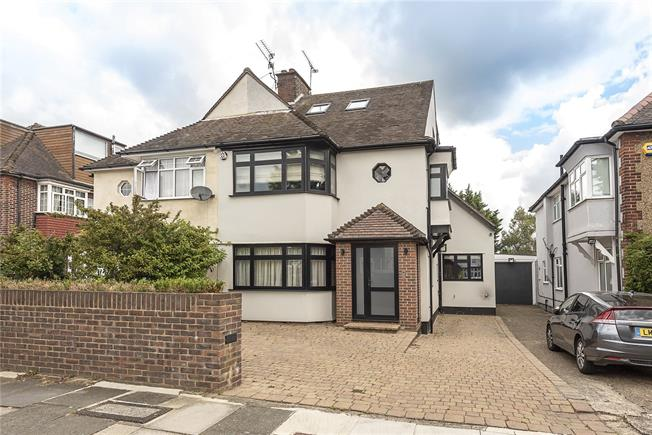 Asking Price £1,050,000, 4 Bedroom Semi Detached House For Sale in London, N12
