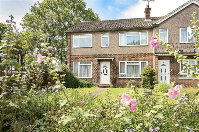 Guide Price £375,000, 2 Bedroom Flat For Sale in London, N20