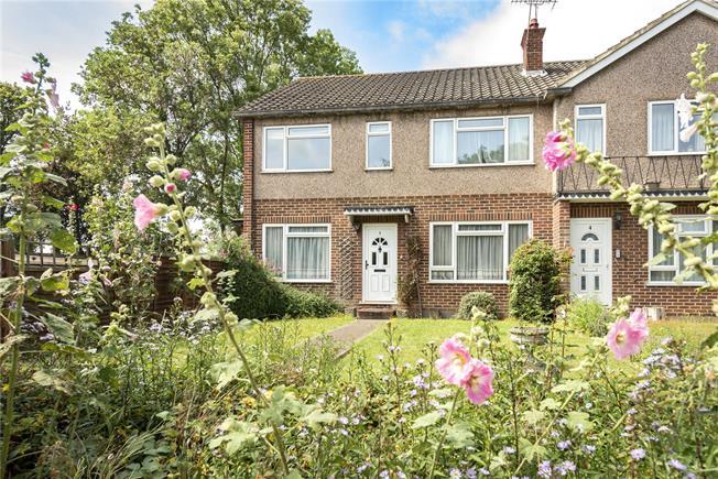 Guide Price £400,000, 2 Bedroom Flat For Sale in London, N20