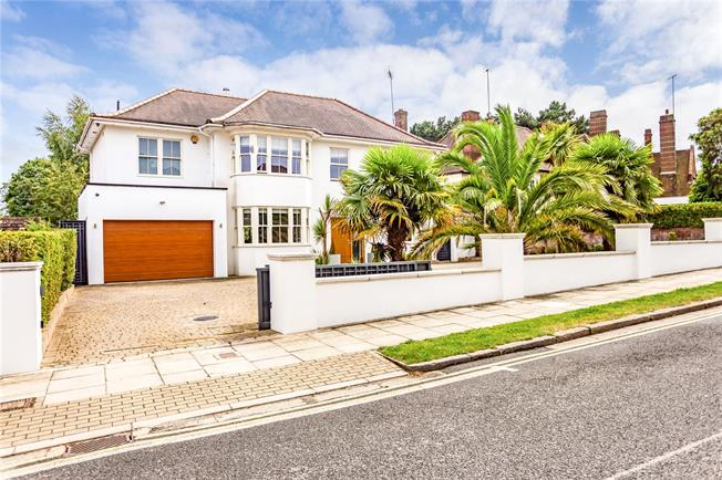 Asking Price £2,500,000, 5 Bedroom Detached House For Sale in London, N20