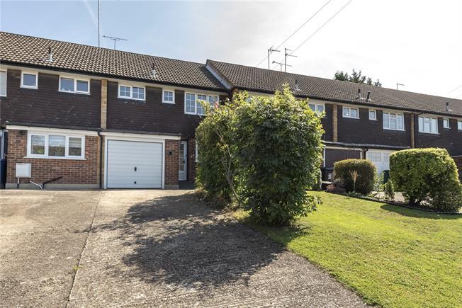 Asking Price £450,000, 2 Bedroom Terraced House For Sale in East Barnet, EN4