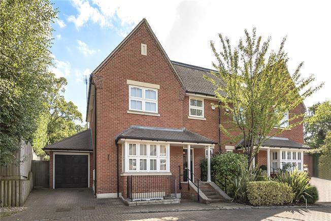 Asking Price £1,200,000, 5 Bedroom Semi Detached House For Sale in Barnet, EN4