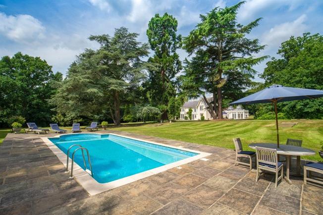 Asking Price £2,995,000, 7 Bedroom House For Sale in Goffs Oak, EN7