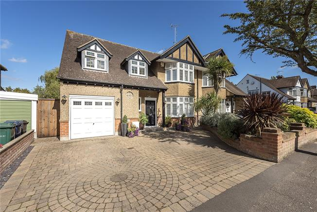 Guide Price £1,150,000, 4 Bedroom Semi Detached House For Sale in New Barnet, EN5