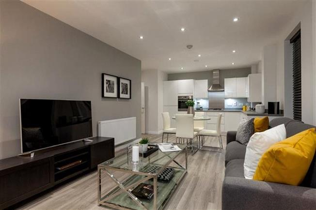 Asking Price £520,000, 2 Bedroom Flat For Sale in Whetstone, London, N20