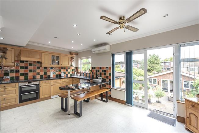 Guide Price £625,000, 3 Bedroom End of Terrace House For Sale in East Barnet, EN4