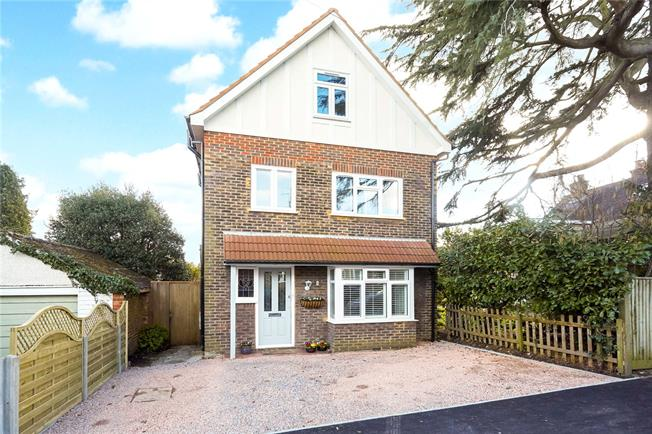 Guide Price £825,000, 4 Bedroom Detached House For Sale in Reigate, RH2