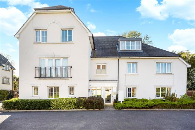 Guide Price £550,000, 3 Bedroom Flat For Sale in Surrey, RH2