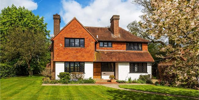 Guide Price £1,250,000, 5 Bedroom Detached House For Sale in Horley, Surrey, RH6