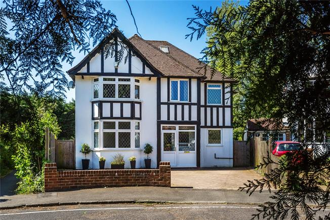 Guide Price £900,000, 4 Bedroom Detached House For Sale in Surrey, RH2