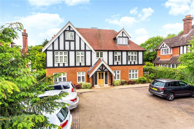 Offers in excess of £485,000, 2 Bedroom Flat For Sale in Reigate, Surrey, RH2