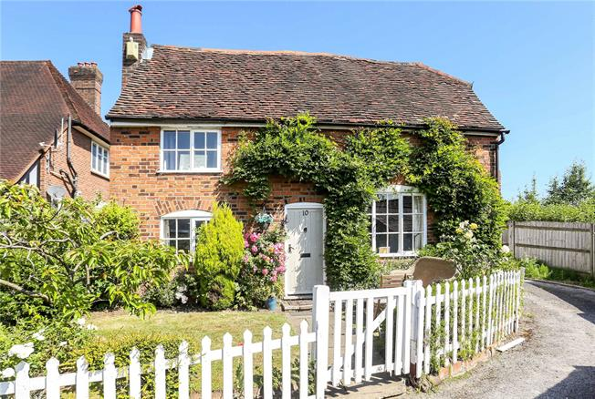 Guide Price £400,000, 3 Bedroom Detached House For Sale in Redhill, RH1