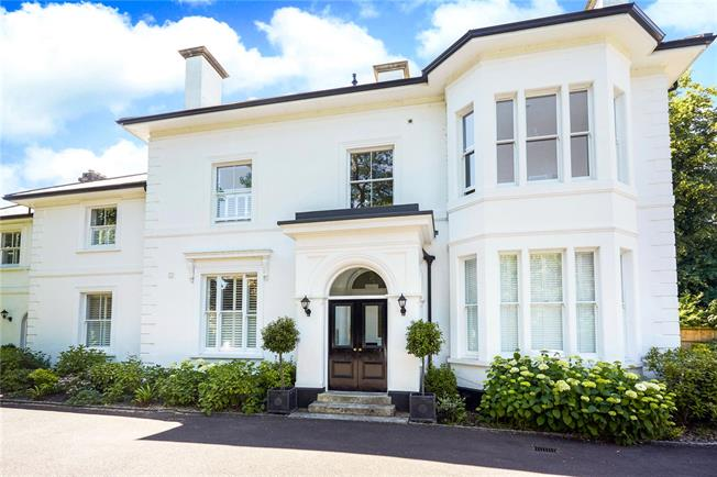 Guide Price £375,000, 1 Bedroom Flat For Sale in Reigate, Surrey, RH2