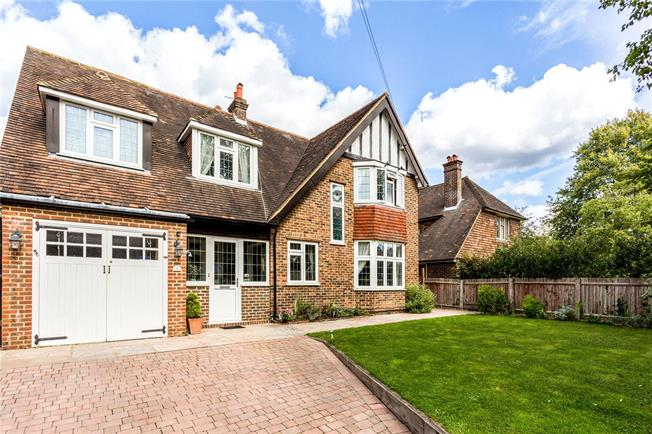Guide Price £825,000, 4 Bedroom Detached House For Sale in Surrey, RH1