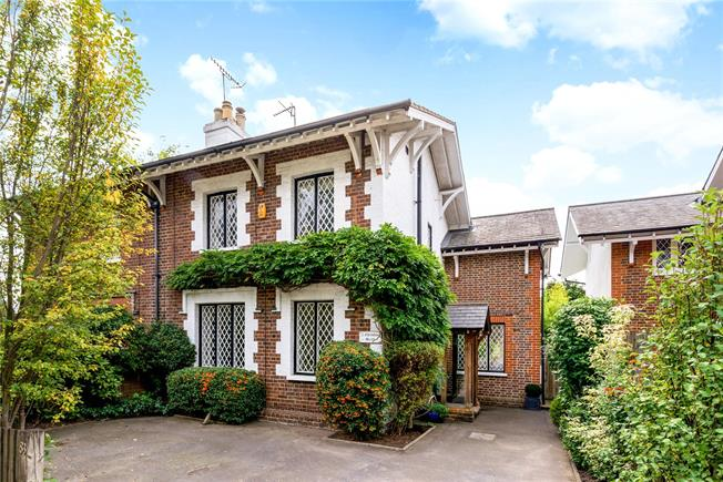 Guide Price £735,000, 3 Bedroom Semi Detached House For Sale in Reigate, RH2