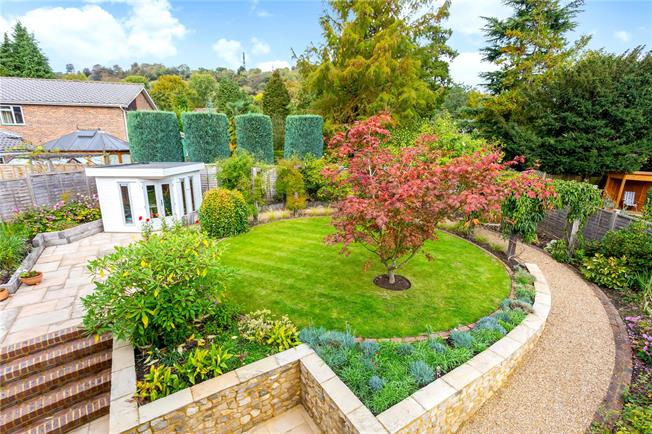 Guide Price £1,000,000, 4 Bedroom Detached House For Sale in Reigate, RH2
