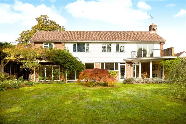 Guide Price £1,150,000, 4 Bedroom Detached House For Sale in Reigate, RH2