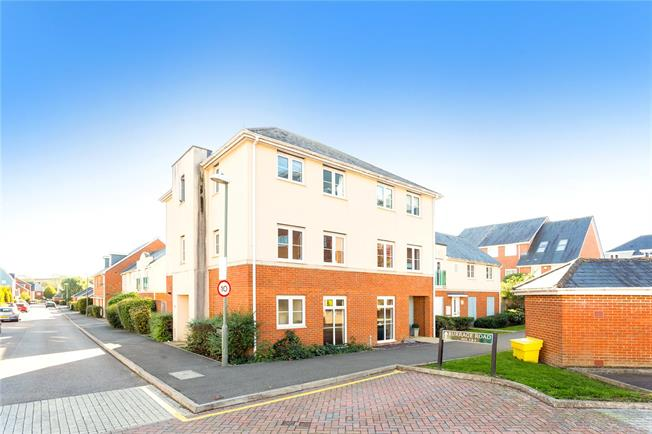 Guide Price £495,000, 4 Bedroom House For Sale in Redhill, RH1