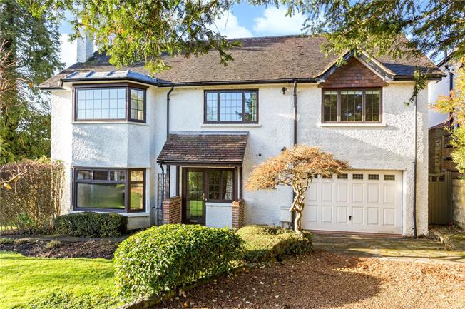 Guide Price £1,200,000, 4 Bedroom Detached House For Sale in Reigate, RH2