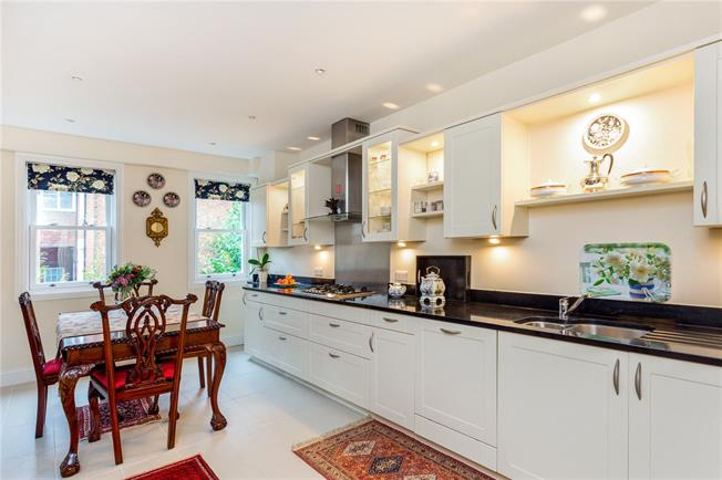 Asking Price £585,000, 2 Bedroom Flat For Sale in Reigate, RH2