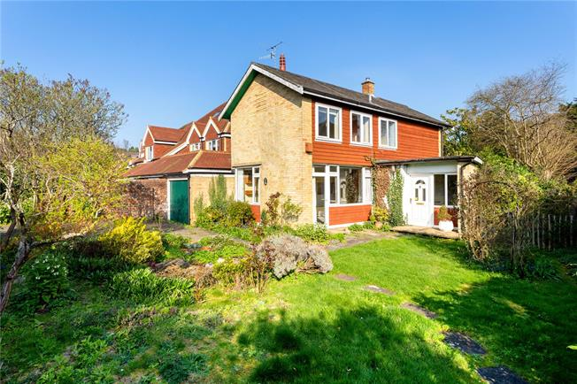 Asking Price £580,000, 2 Bedroom Detached House For Sale in Reigate, RH2